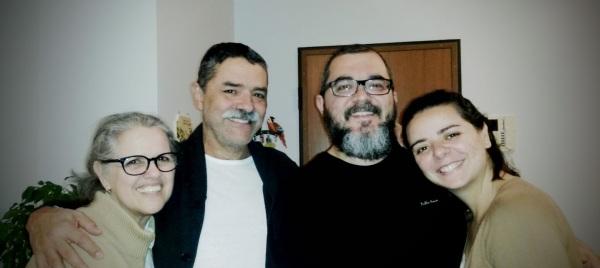 O casal Ângela e Osiel, que plantou e hoje lidera, junto a outros irmãos, a Igreja Evangélica Batista de Milão